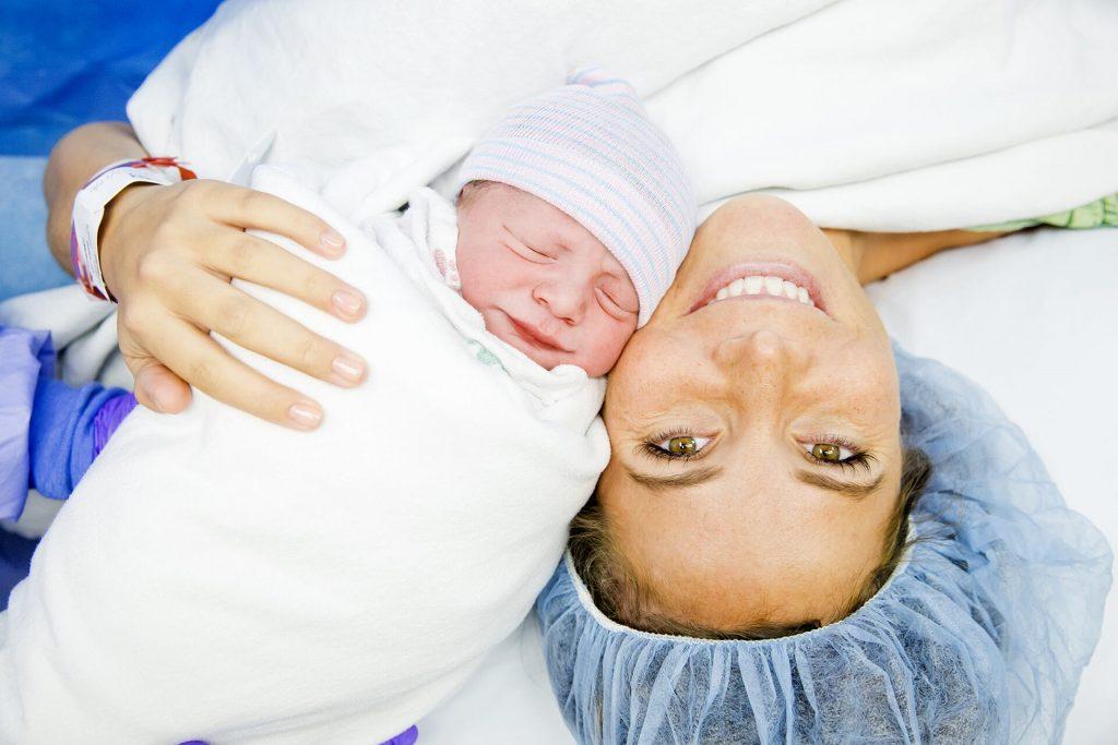 fastidi intimi dopo il parto: episiotomia, perdite post partum, il capoparto